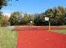 Basketballplatz und Hochsprungmatte